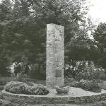pomnik-w-parku-rok-1970