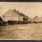 rynek-w-opatowcu-budynek-starej-szkoy-1935-rok-1
